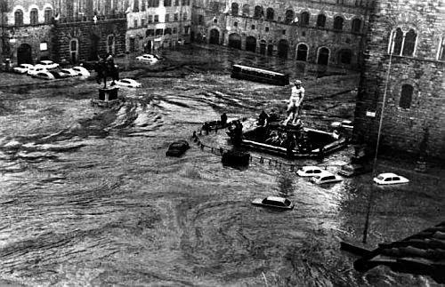 alluvione_di_firenze_piazza_signoria